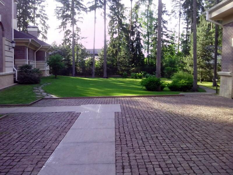 большой участок лесной участок парковка гранитная брусчатка гранитные плиты жуковка