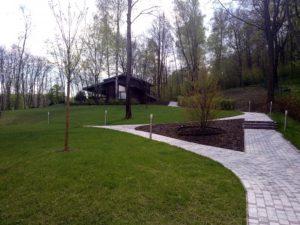 лесной участок на склоне лестница баня весна тротуарная плитка светильник садовый новогорск 2 можжевельник газон