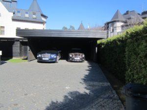 маленький участок навес для машин парковка живая изгородь из туи екатериновка весна современный сад