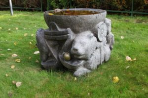 золотое яблоко лев гранитная садовая скульптура екатериновка поилка для птиц осень